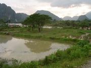 Gebirgslandschaft bei Vang Vieng