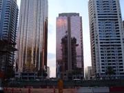 Hochhäuser und Kräne