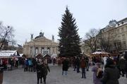 Oper vor dem Weihnachtsmarkt