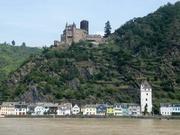 Blick auf St. Goarshausen und Burg Katz