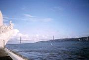 Denkmal und Brücke des 25. April