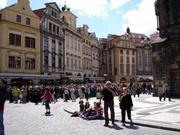 Menschenmenge vor der Astronomischen Uhr