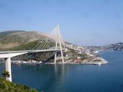 Brücke vor der Stadt