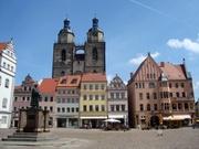 Marktplatz mit Stadtkirche und Lutherdenkmal