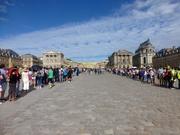 vor dem Schloss in Versailles