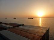 warten vor Suez